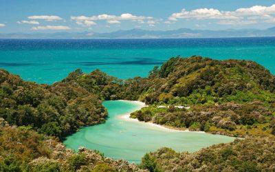 Blue-lagoon-and-white-sand-beach-South-Island