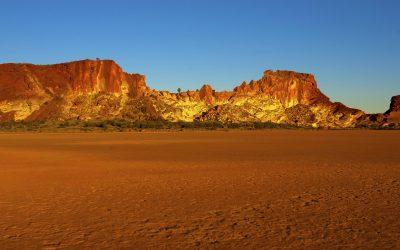 Desert valley_NT_42626450_Large