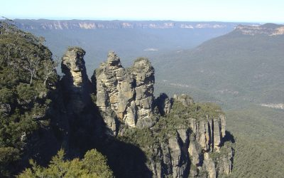 Mountain rock formations_NSW_26480533_Large